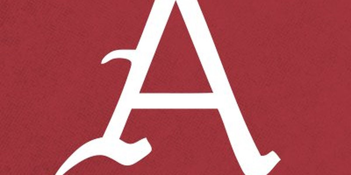 Hogs rally in 9th to avoid sweep from Vanderbilt