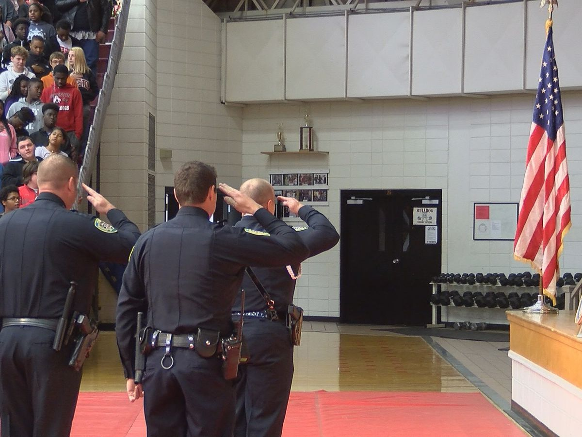 Sikeston school students participate in honoring veterans