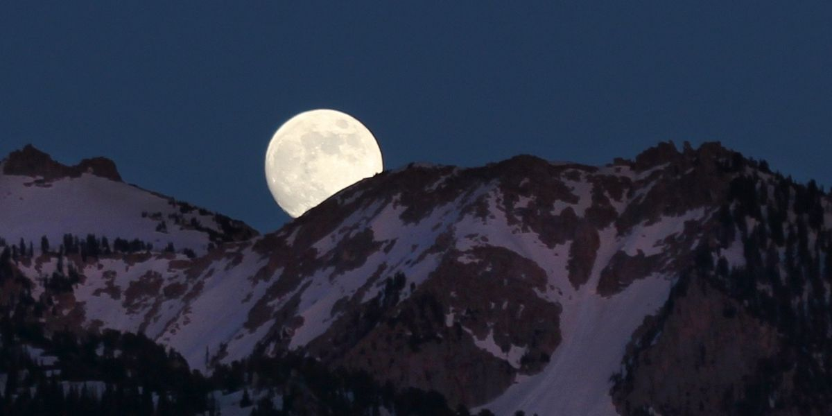 December's full cold moon rises between Christmas and New Year's