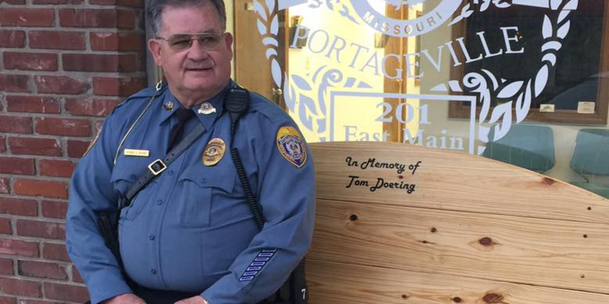 Police department gets bench to remember former officer