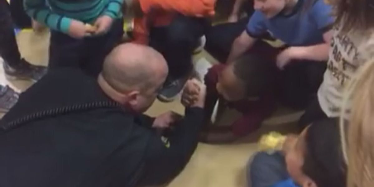Trumann officer challenges student to arm wrestle