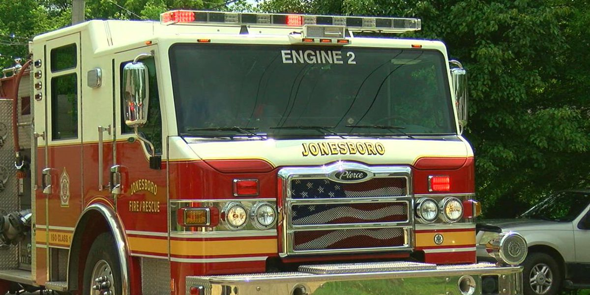 Abandoned apartment building fire under investigation