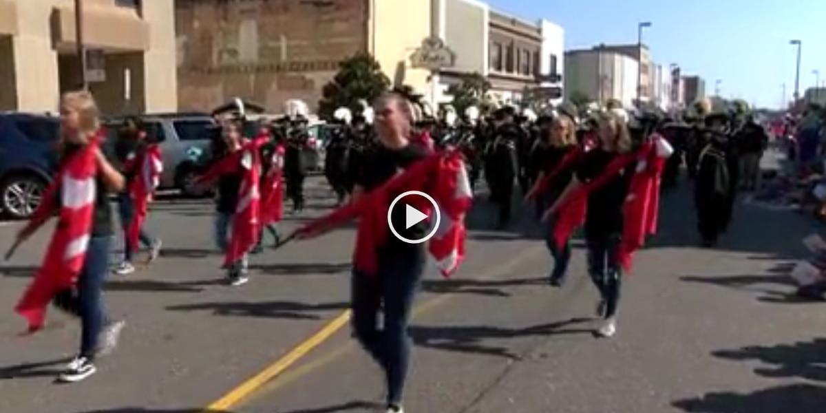 AR Gov. rides in Four States Fair Parade