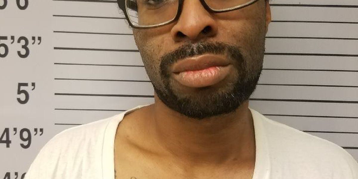 Robbery suspect turns himself into police