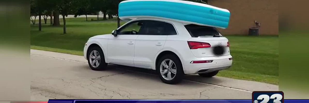 Mom in Ill. drove with kids in inflatable pool on top of car, police say