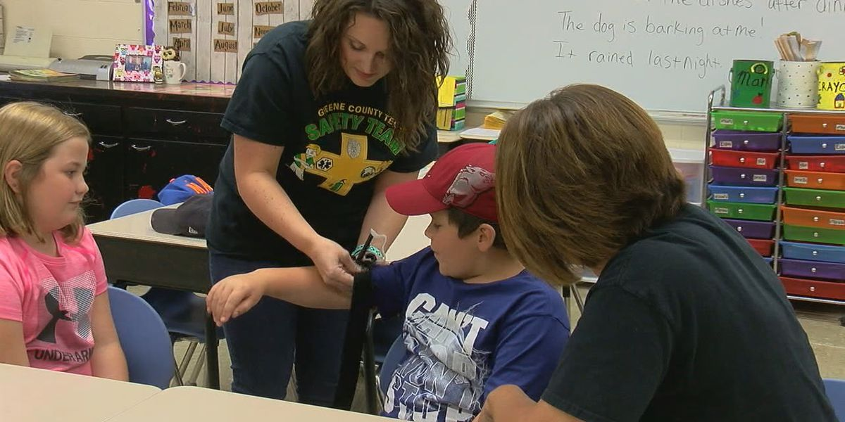 Students train for emergency situations