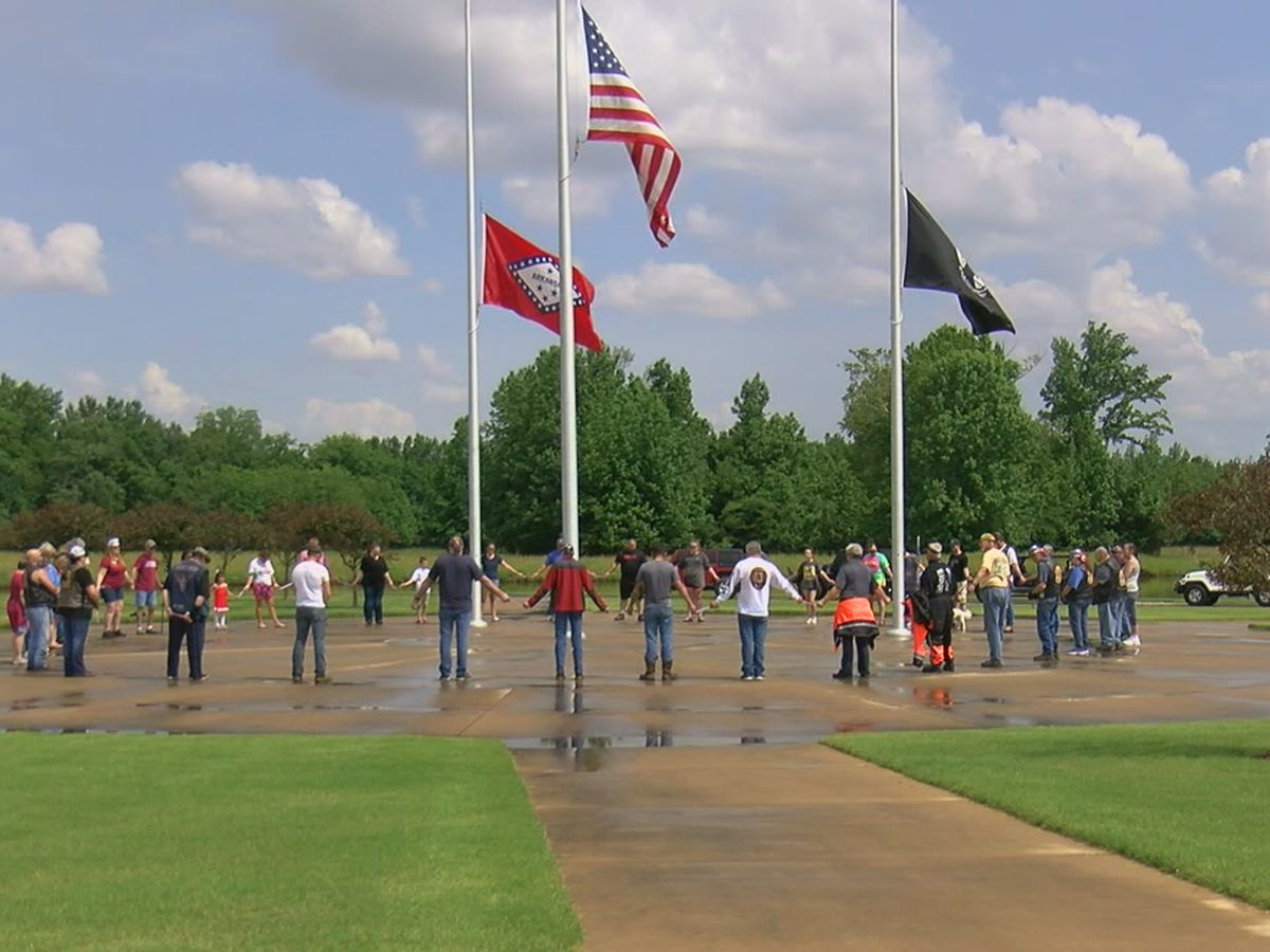 Several pay tribute to soldiers at veterans cemetery