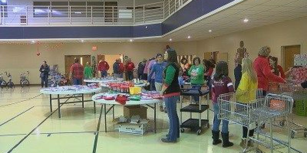 Church helps families get Christmas presents