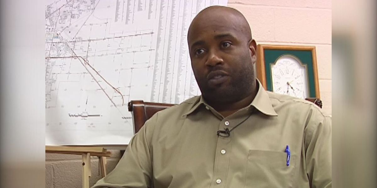 Former city employee files lawsuit claiming he was fired for investigating mayor's son