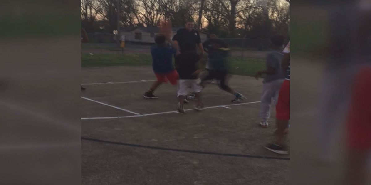 VIDEO: Officer, kids spend time playing basketball