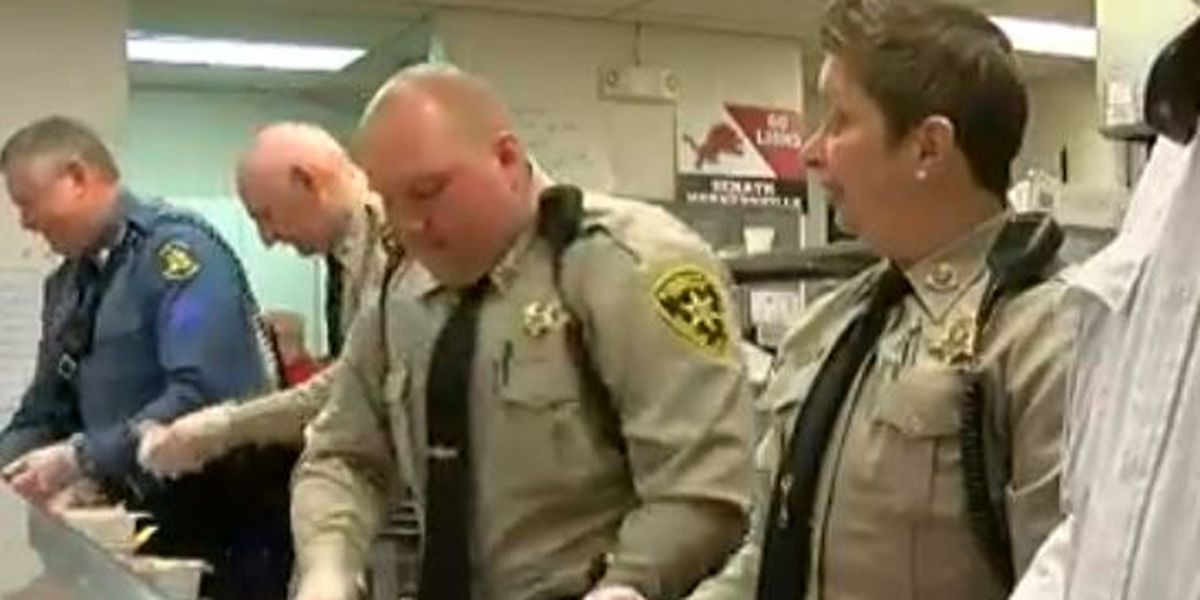 Law enforcement serve breakfast to students in Dunklin Co.