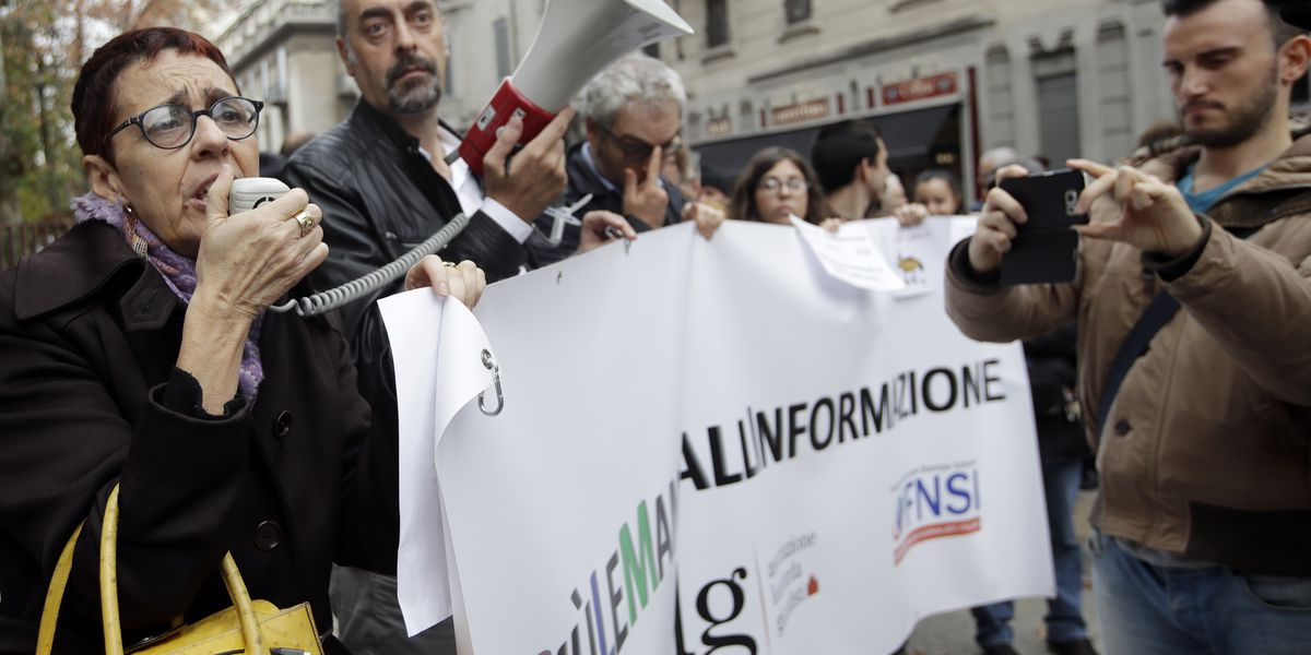 Italian journalists protest against governing party insults