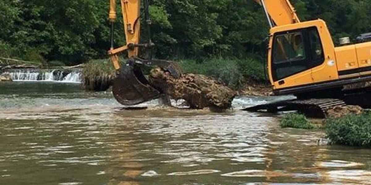 Crews repair Spring River sinkhole, officials say