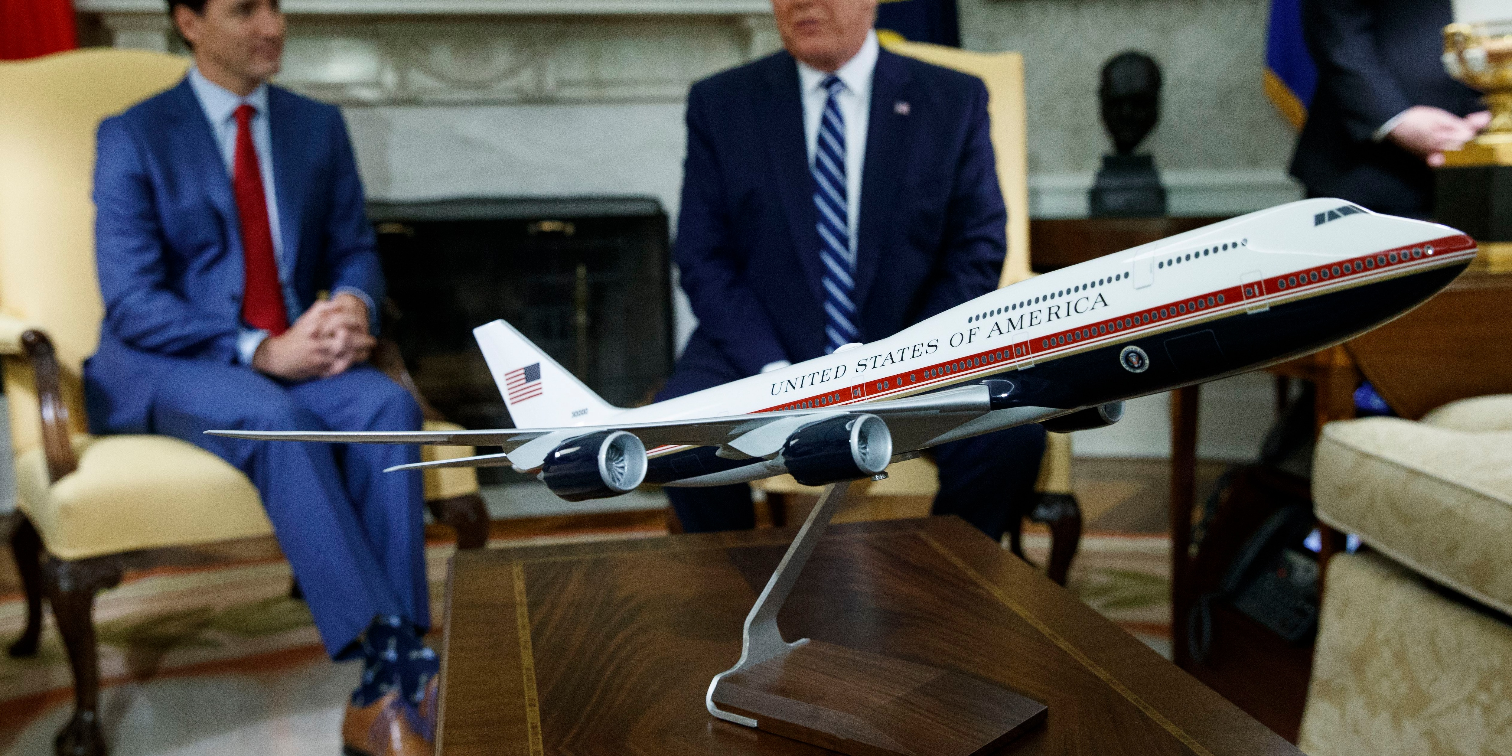 Trump shows off proposed red, white and blue Air Force One paint job