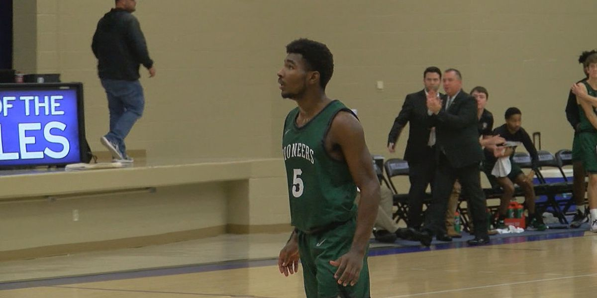 CRC's Bo Roberson named A.I.I. Men's Basketball Player of the Week