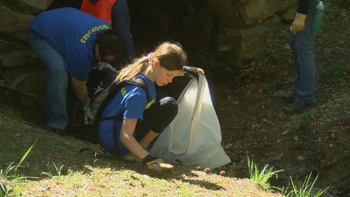 Volunteers enjoy nice spring day to clean up state park