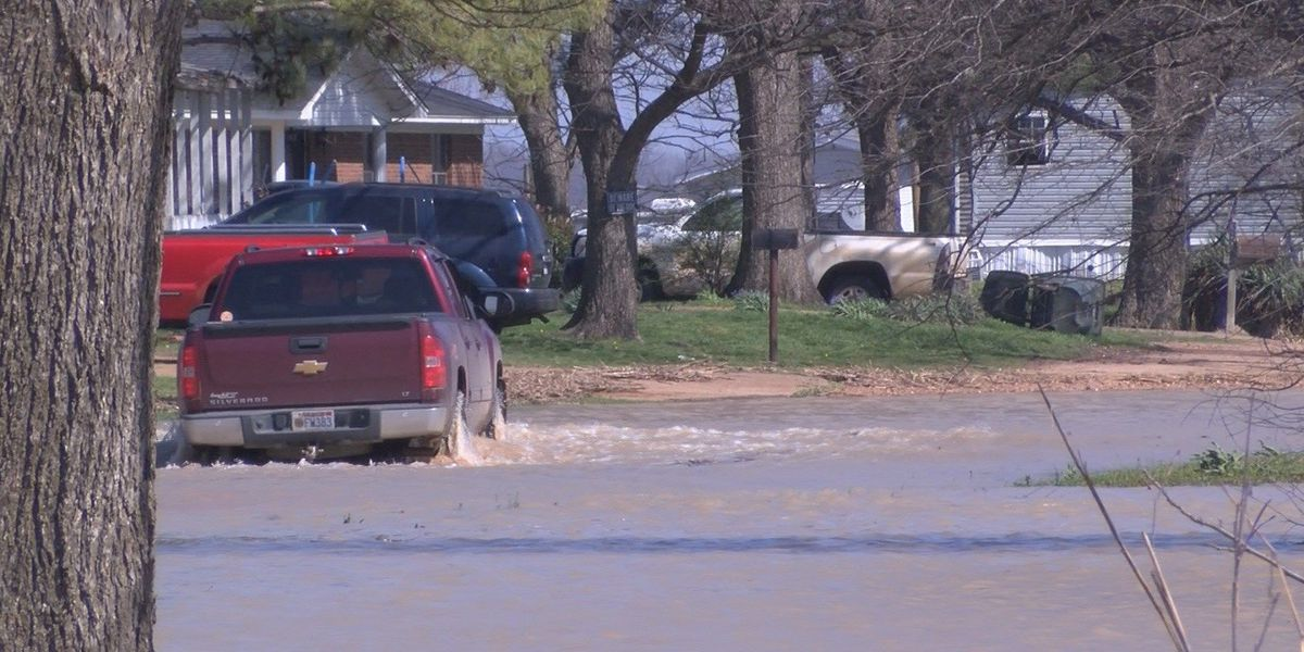 Region 8 town still affected by flood waters