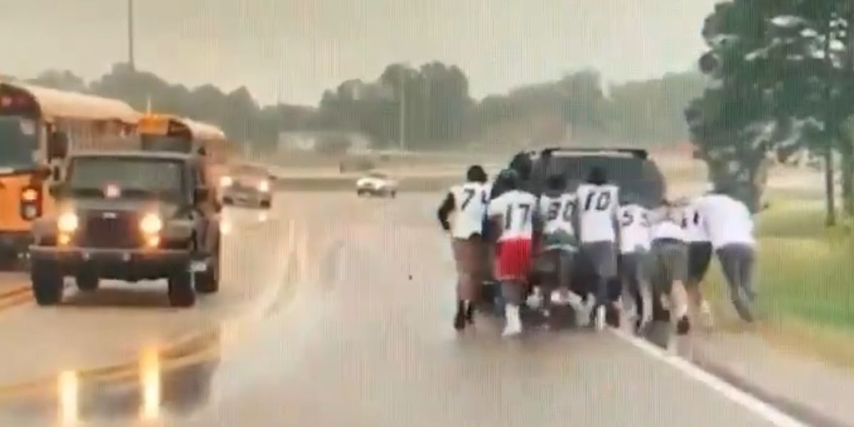 GR8 Job: Football team on way to game stop to help stranded driver