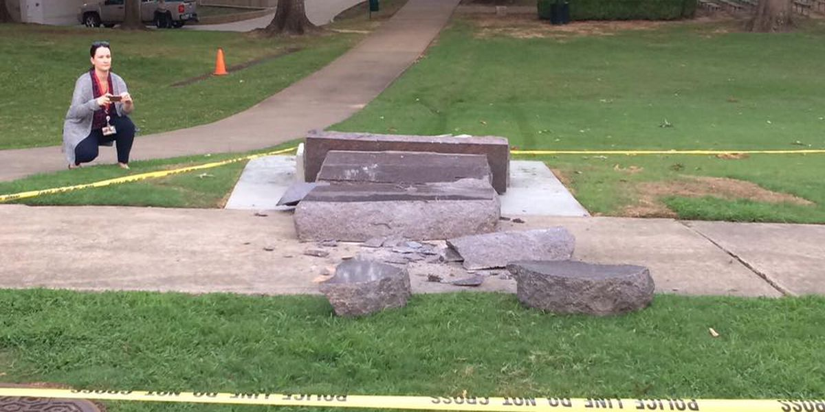 Group to donate $25,000 to help replace 10 Commandments monument