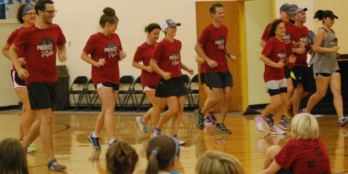 Running clinic raises money for D.A.R.E. program