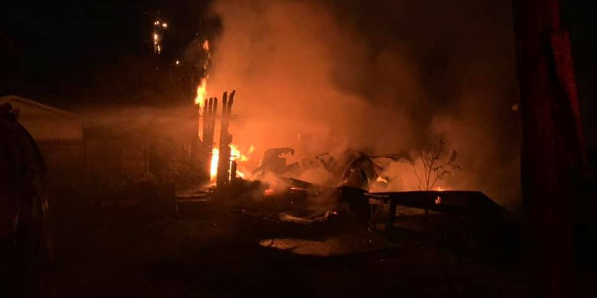 Crews battle early morning fire in Kennett, Mo.