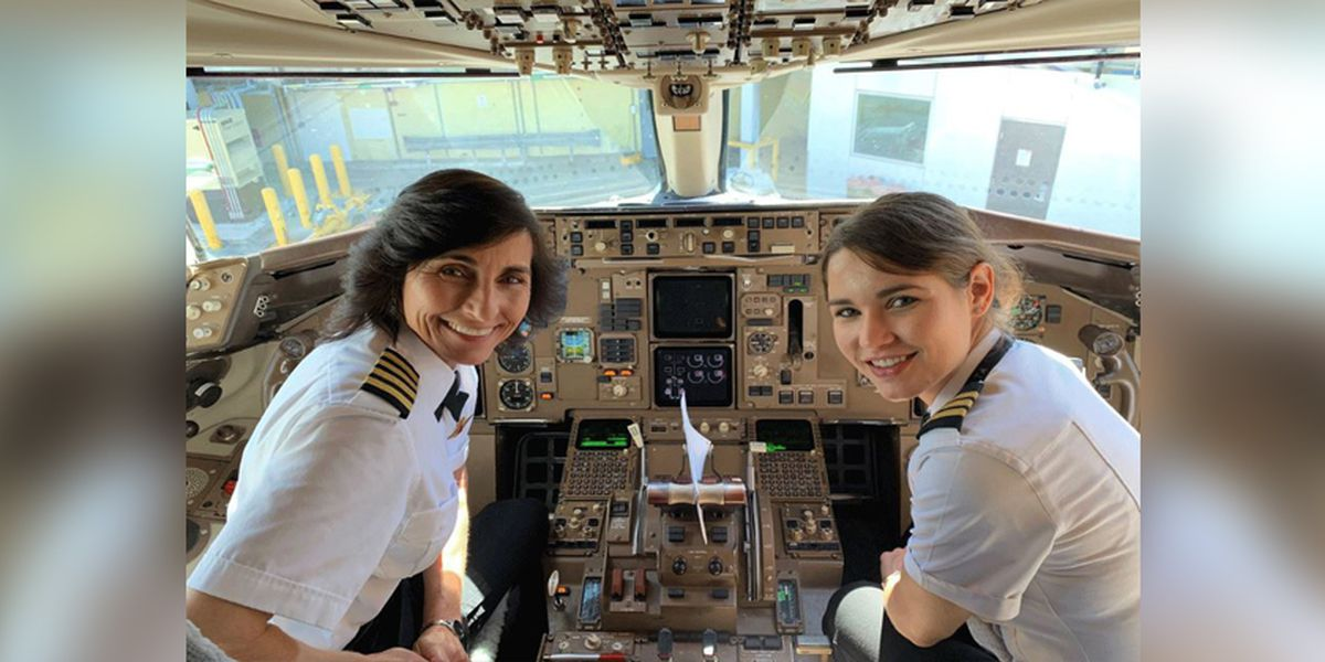 Photo of mother-daughter pilot team goes viral