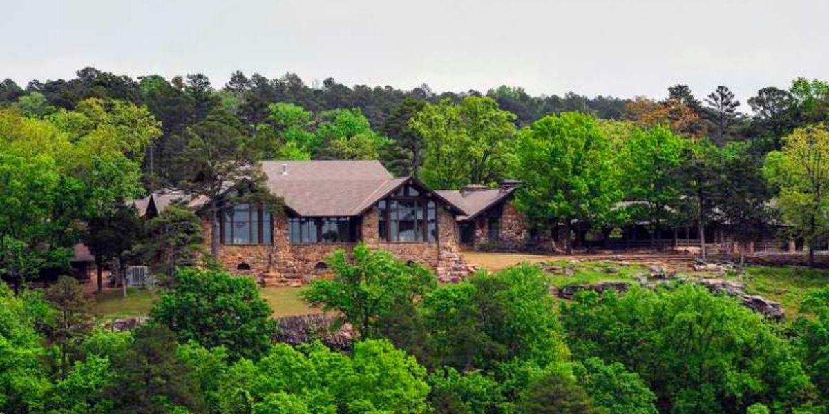 Oklahoma man dies in fall into Arkansas mountain ravine