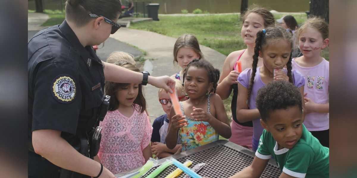 Jonesboro officers help kids beat the heat