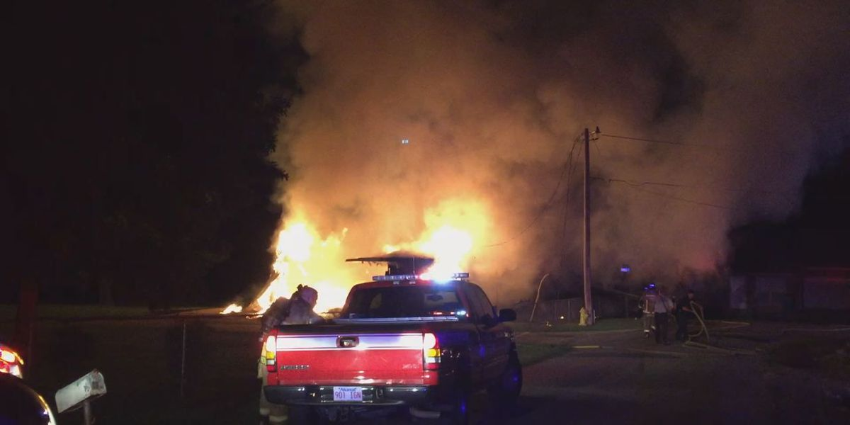 Paragould crews respond to late night fire