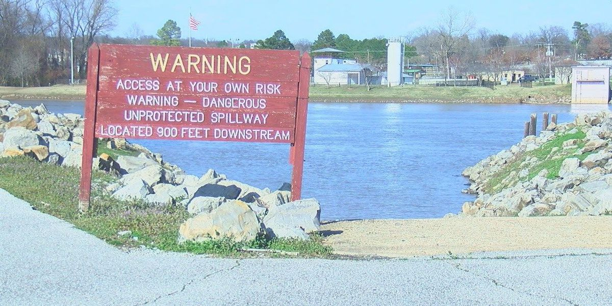 Men save lives of boaters on White River