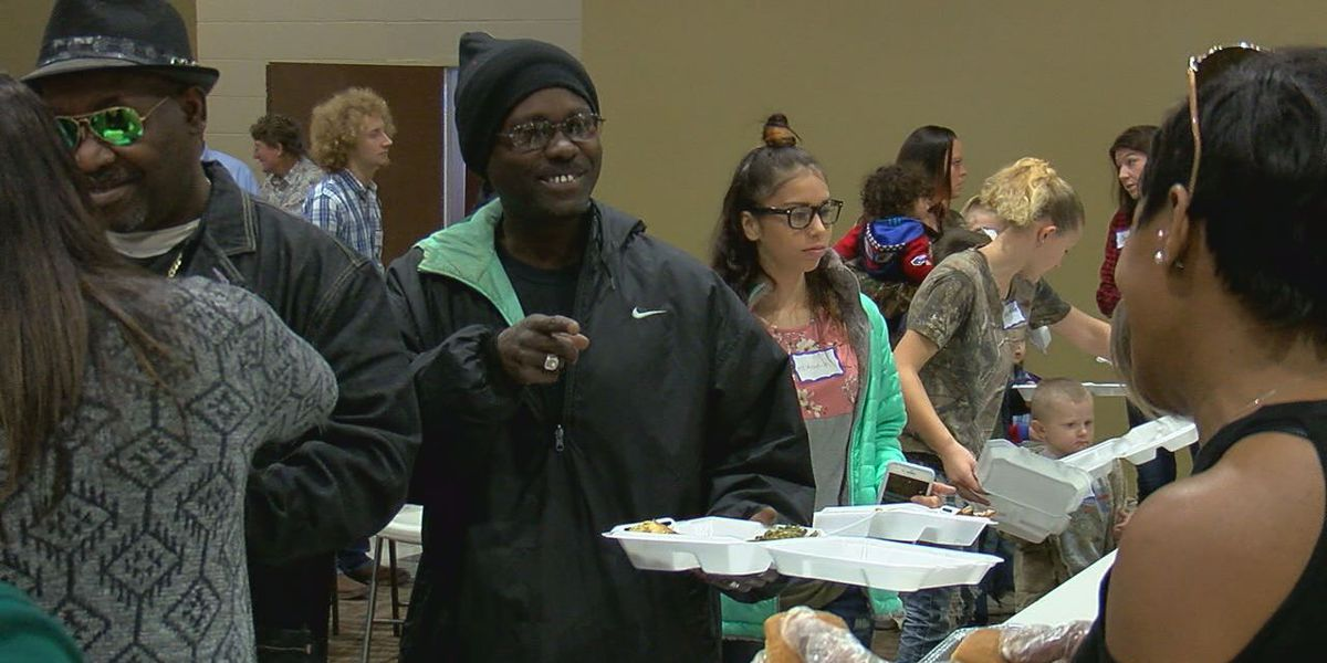 Volunteers prepare 3,000 Thanksgiving meals, give thanks at annual event