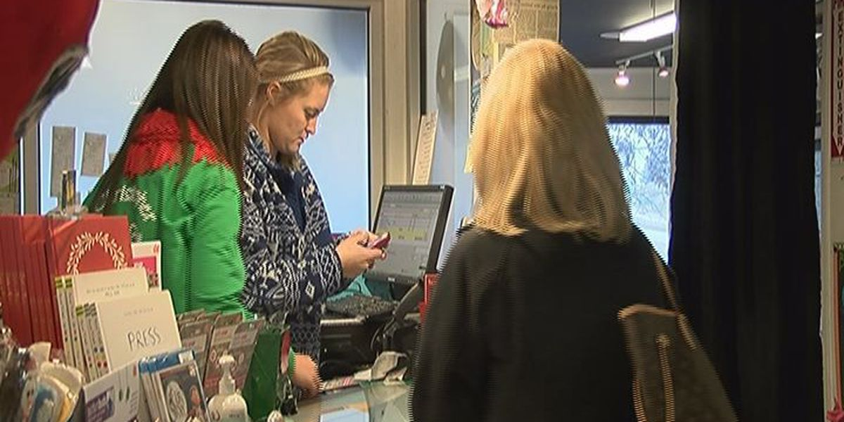 Saturday before Christmas brings out last minute shoppers