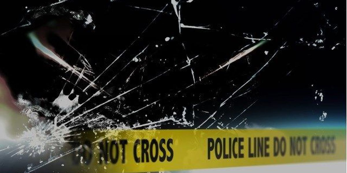 1 killed, 2 injured after truck hit tree