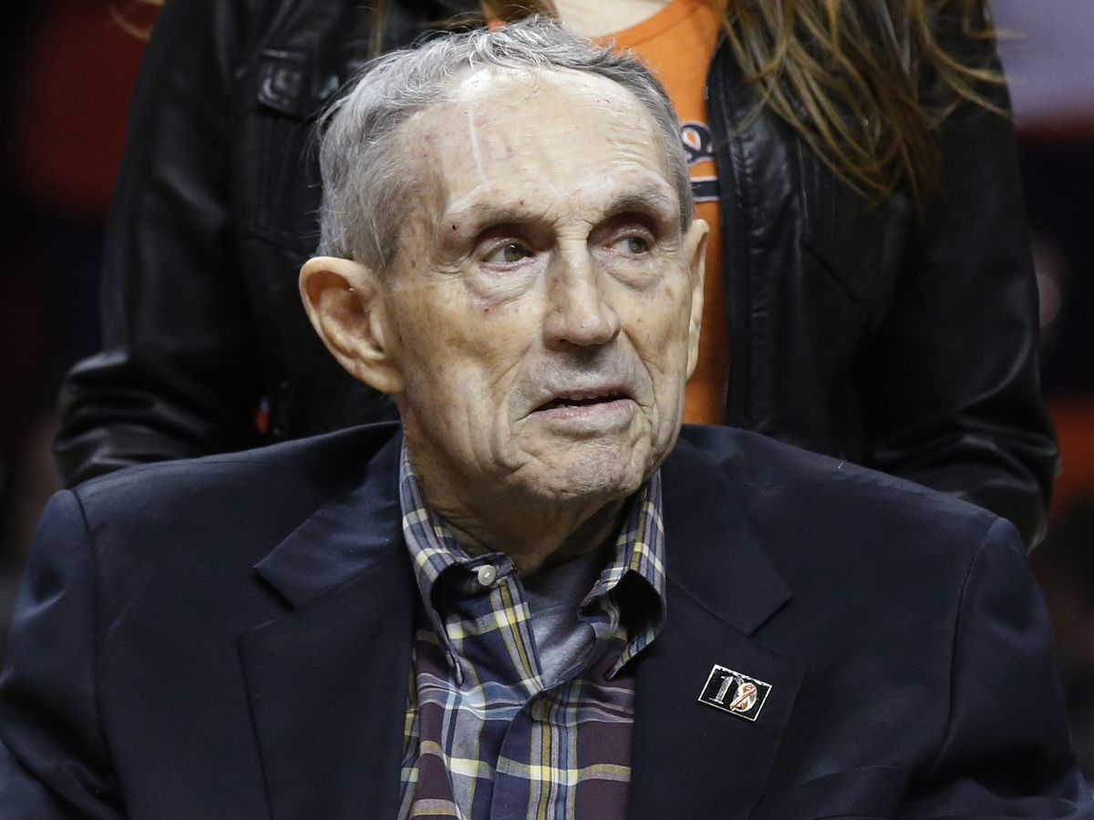 Eddie Sutton, Hall of Fame basketball coach, dies at 84