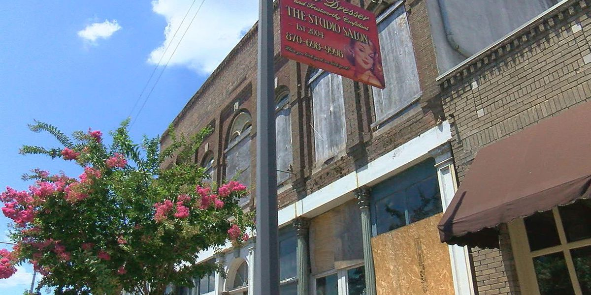 Batesville gives property owners 30 days to tear down buildings
