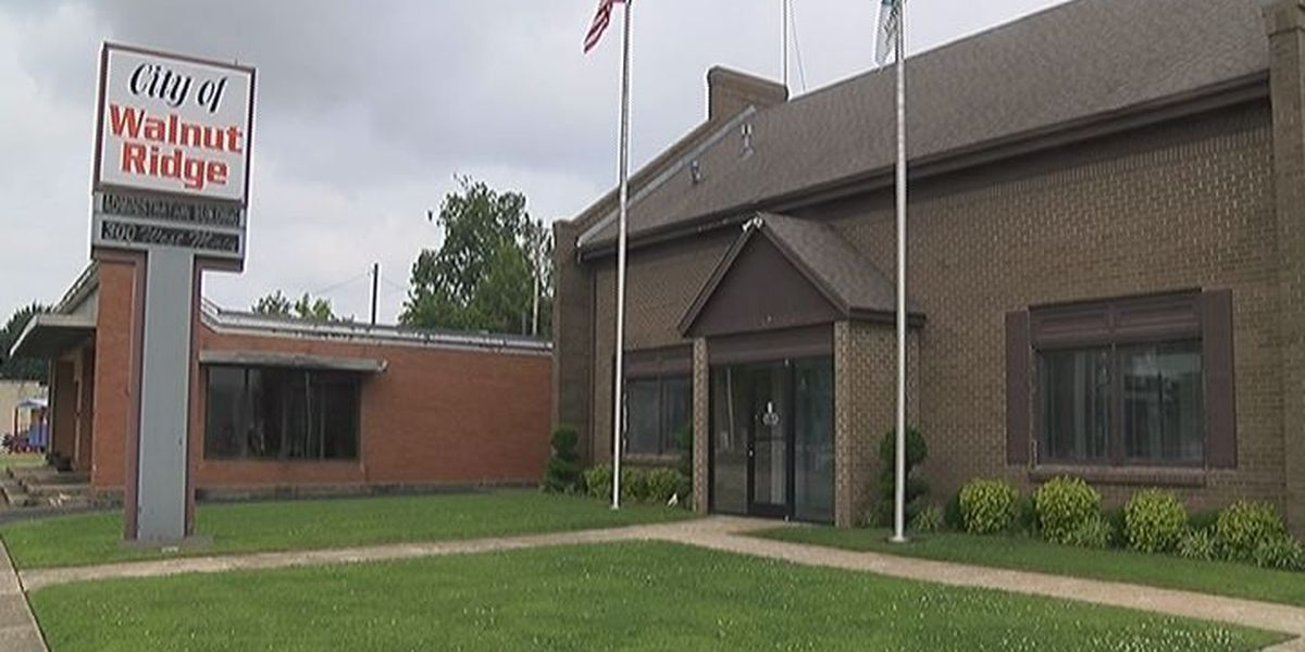 City looks to give up ownership of community center