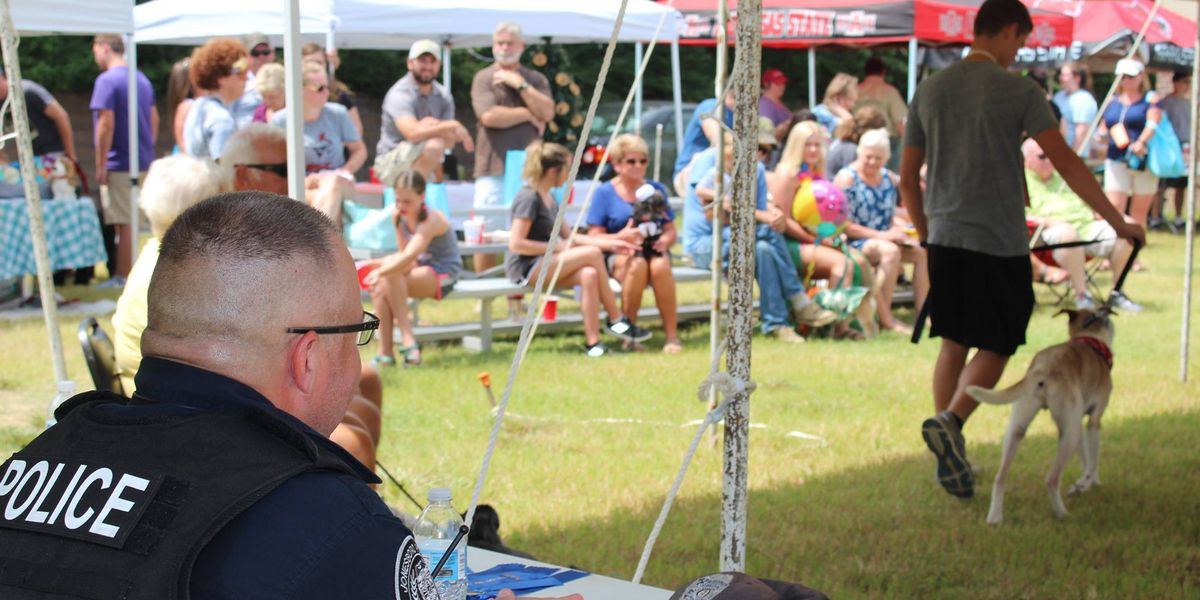 Jonesboro police participate in local dog show