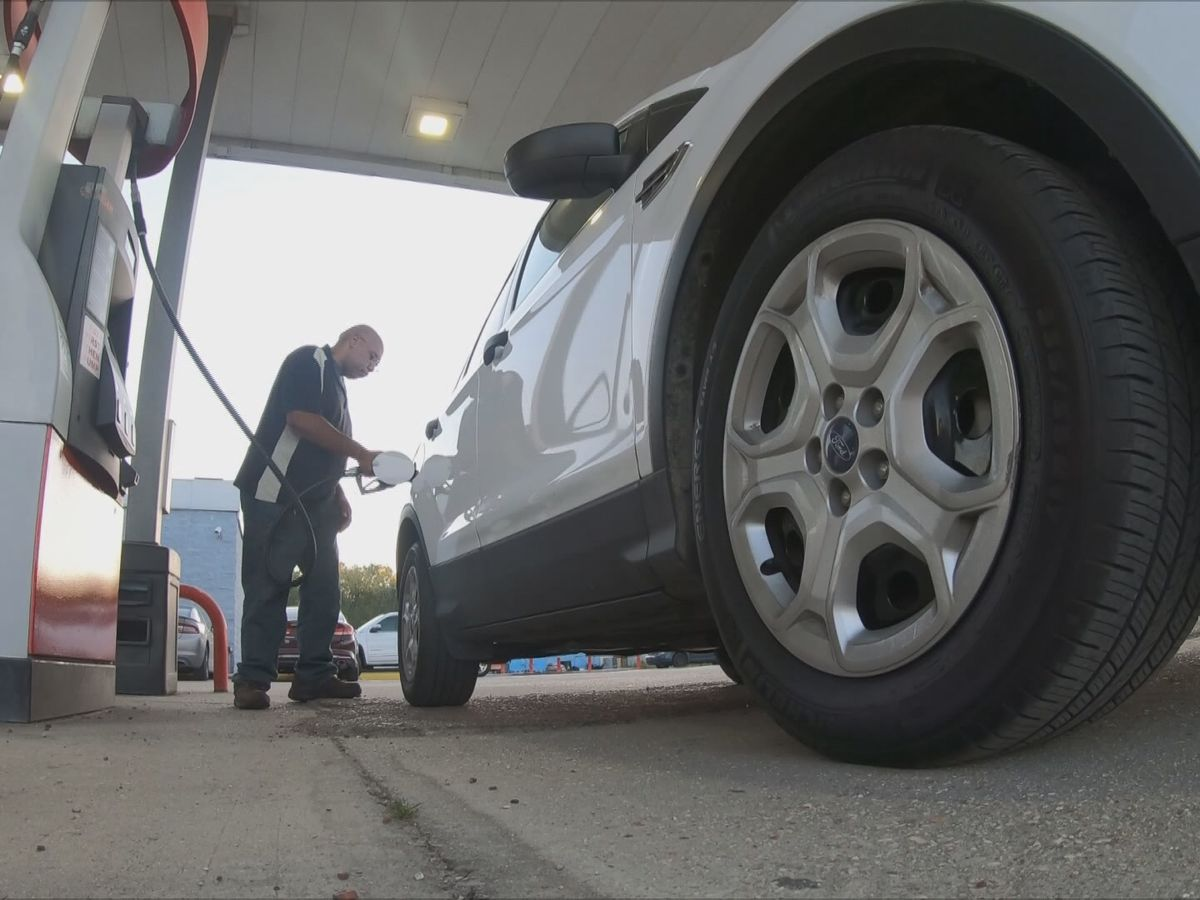 Analysts: Americans spending nearly $100 million less on gas each day