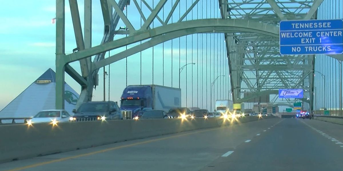Protesters take to I-40 and I-55 bridges demonstrating rolling blockades
