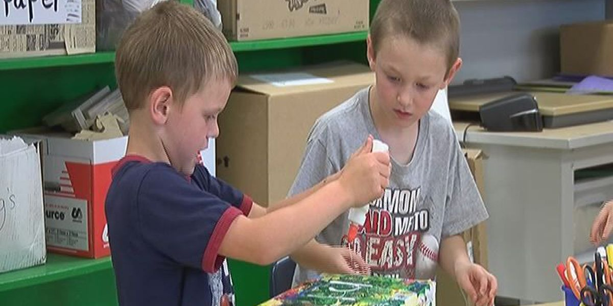 Students decorate, fill shoe boxes for soldiers serving abroad
