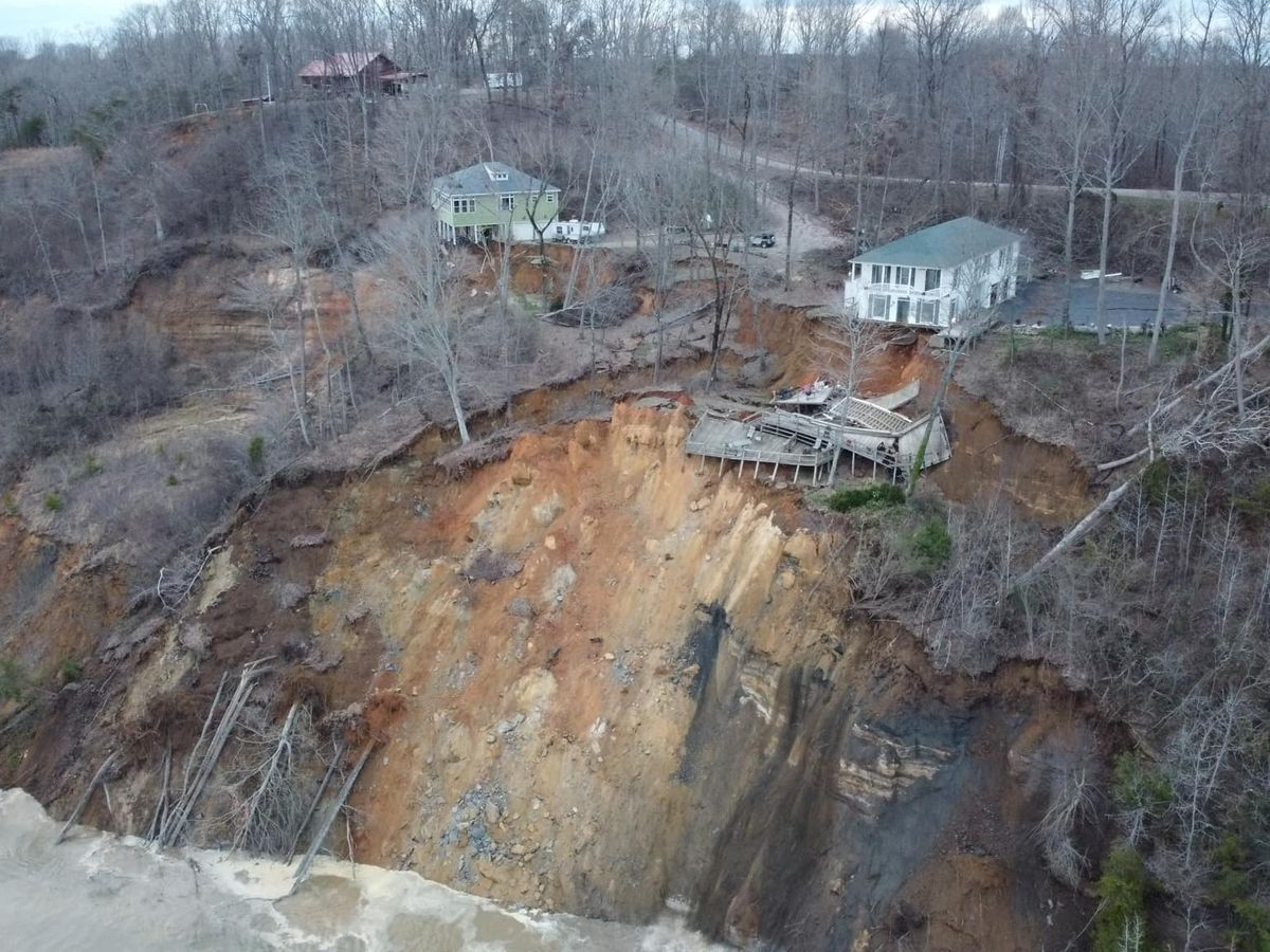 2 homes collapse in Hardin Co. landslide, plunge into Tennesee river