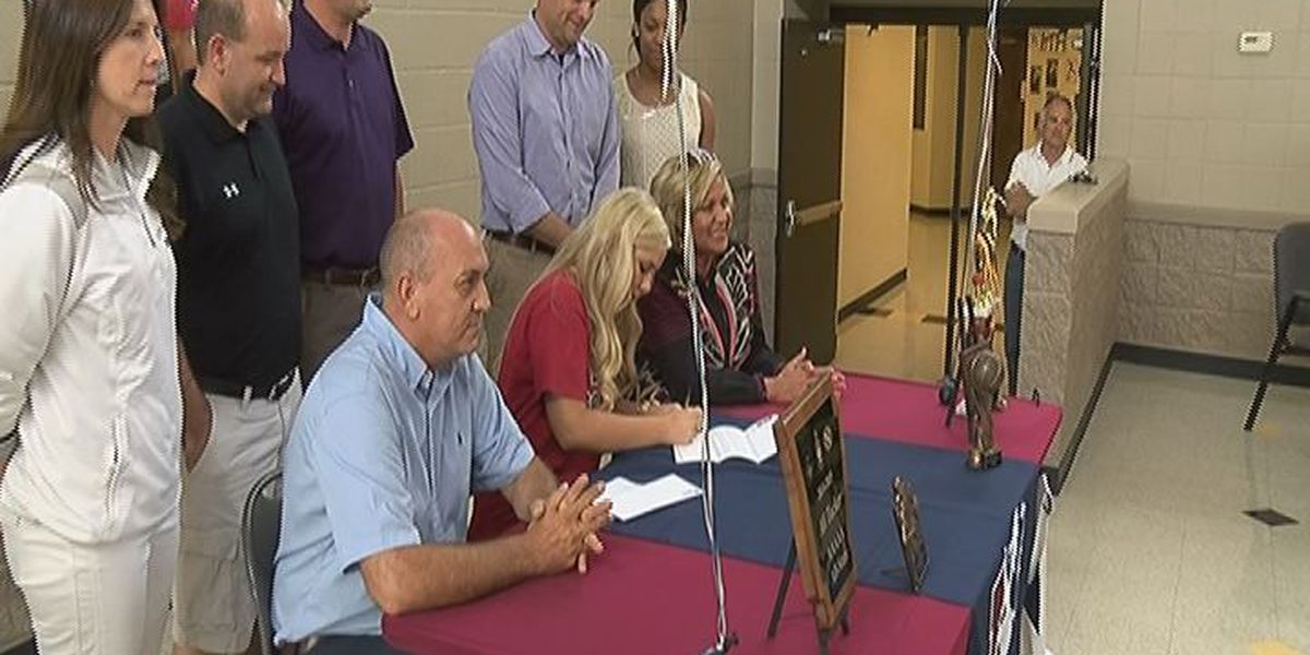 Tucker signs with Lyon College