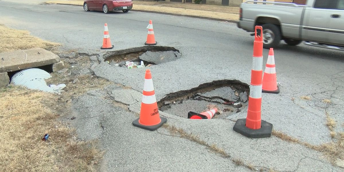 Sinkholes blamed on flooding get worse in Caruthersville, Mo
