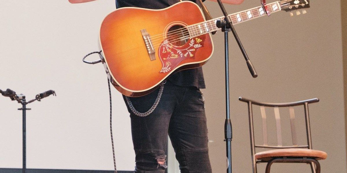 Zach Williams surprises students at Williams Baptist College