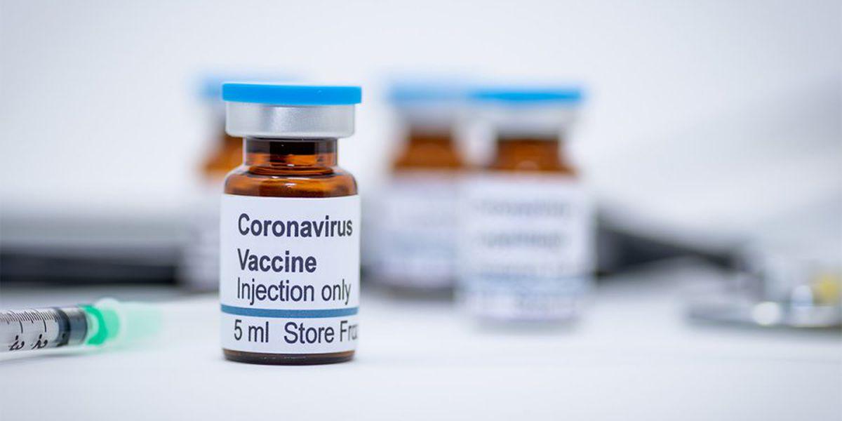 Arkansas expande las vacunas a personas mayores de 65 años