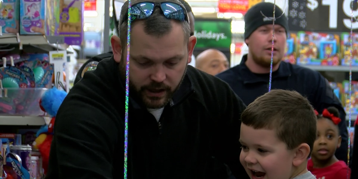 West Memphis Police participate in 'Shop with a Cop' event