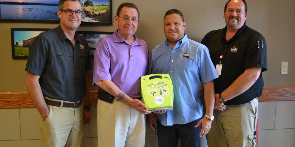 City hall receives new defibrillator