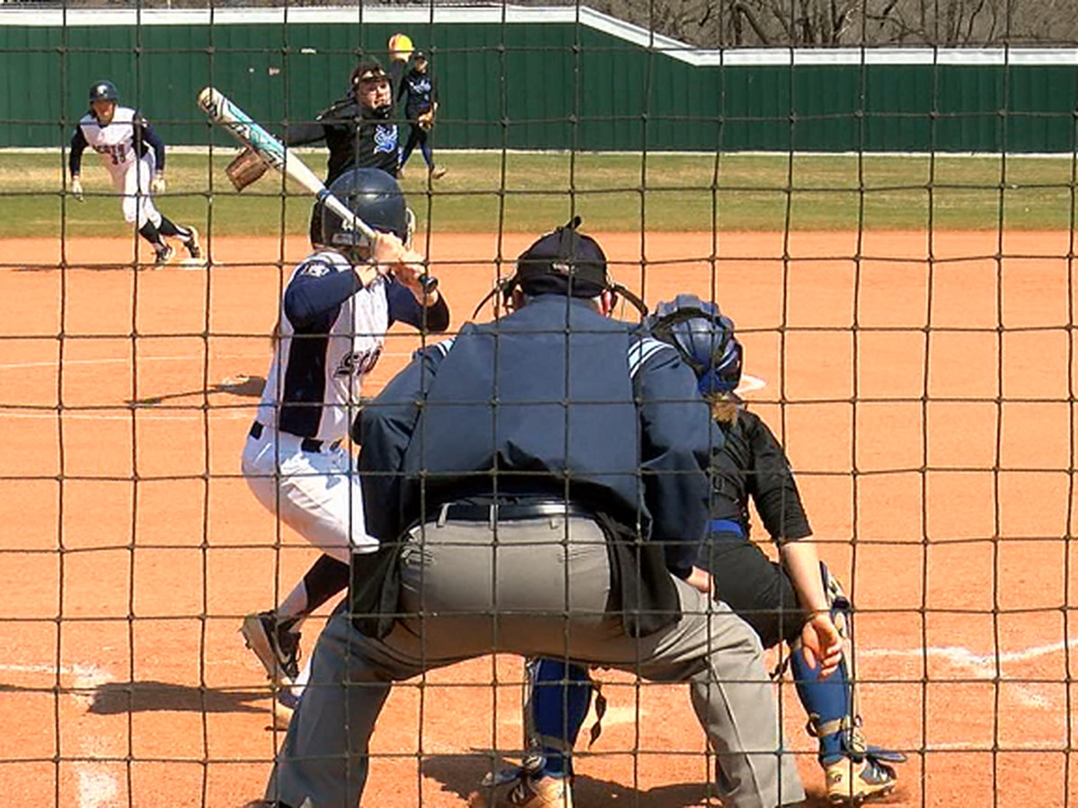 #18 Lyon softball sweeps Williams Baptist
