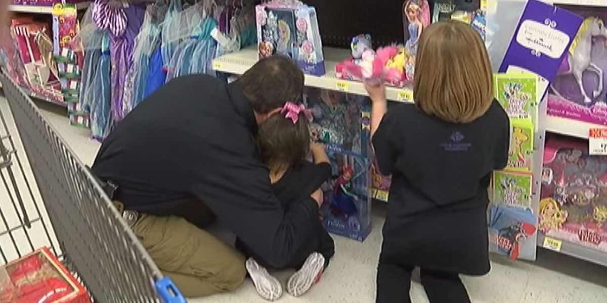 """""""Shop with a Cop"""" helps to """"Pay it Forward"""""""