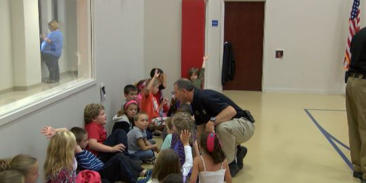 Sheriff's department teaches kids importance of 911